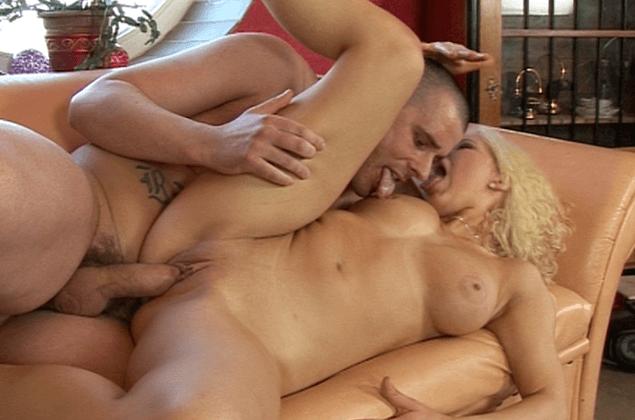 Amateur Paar in leidenschaftlicher Sex zu Hause