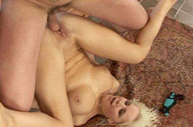 Reife Blondine aus Deutschland beim Bumsen mit ihrem Freund